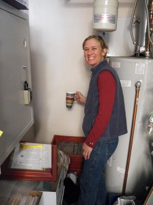Dr-Cindi-feeds-the-worms-with-our-compostable-recycling